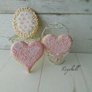 薔薇柄のクッキーと一緒に撮ってみました