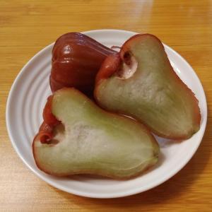 最強のみずみずしさ✨ えんじ色の果物「綿花果」