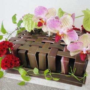 ニューサイランで編んだ箱のアレンジメント・2