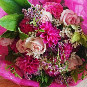 プレゼントのお花・ピンクのブーケ