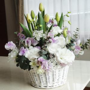 白パニエのお悔やみのお花