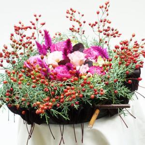 野バラの実とコチニュスの葉を使って。