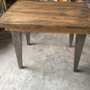 アンティークっぽいテーブルとか