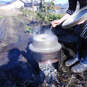かまど&羽釜でもつ煮込み