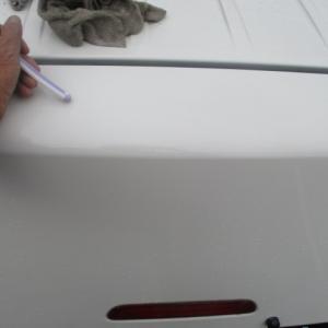 ハイエースバックドア水切り清掃は歯ブラシとタオルで砂塵除去