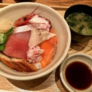 地味な「ノーマル海鮮丼」。──「近江町・海鮮市場料理 市の蔵」(冬の北陸ドライブ旅行 その2)