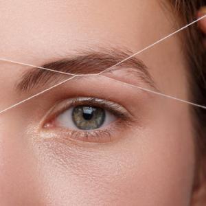 針金みたいな眉毛
