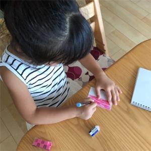 材料費100円+α。買った方が早いけど、家にあるもので子供と一緒に手作り。