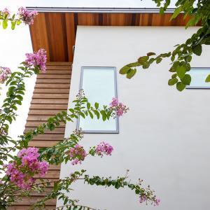 庭先アウトドアの家①「庭で遊び楽しむ家を」
