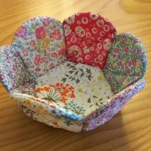 リバティの布小鉢とポーチ