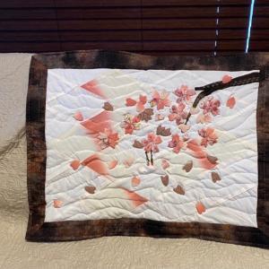 着物生地で作った桜のミニタペストリー