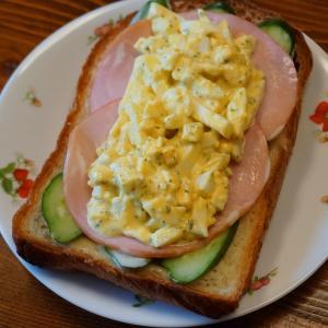 山食ミミのオープンサンドと本日のサンドイッチ