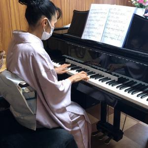 お着物でピアノ♪