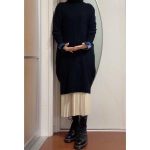モノトーン族におススメな、着まわしやすいプリーツスカート