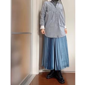 アラフォーはトレンドのロングシャツにプリーツスカートは、ありもので出来る。