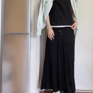 黒が多い服装の時におススメなHanesの白のシャツ