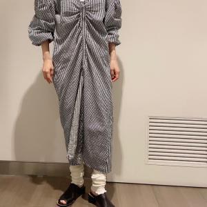 素材を選べば、長く着れる。夏に一枚で着たワンピースは少しずつ足を隠して着る
