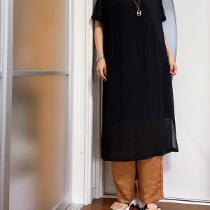 好きな服は年中着る。シアーな服を秋はどう着る?