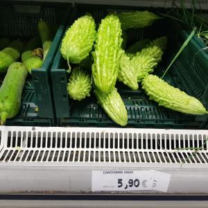 お馴染みの夏野菜と夫のお尻