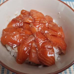 スーパーの魚からサーモン丼