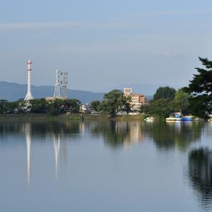 のんびりと高松の池の畔を歩きました。