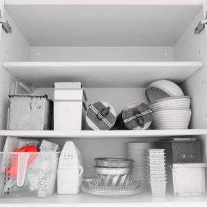 キッチン吊り戸棚をすっきり*今必要なものだけに。