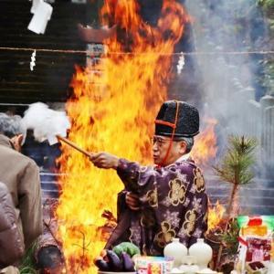 近くの神社で「とんど焼き」が行われました!・・・御嶽山大和本宮 正月飾りの処分