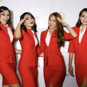 セクシー?それともデザイナーズ防護服?Air Asiaのコロナ対策は?