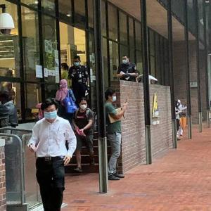 部分封鎖78日目で税務署と、80日ぶりのカフェへ。
