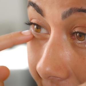 瞼(まぶた)のトラブル、眼瞼下垂(がんけんかすい)を予防したい。やっぱりビューラーはいらない。