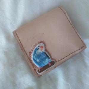 レザークラフトで二つ折財布&インコワッペンでインコ財布の出来上がり。