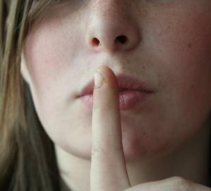 唇の荒れを改善する方法。リップクリームのぬり方とタイミング。