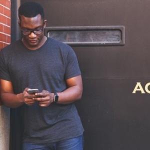 長い待ち時間や電車通勤に、アマゾンプライムビデオアプリが超便利!