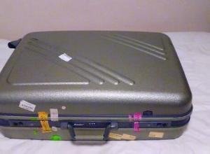 季節外のものはスーツケース収納。