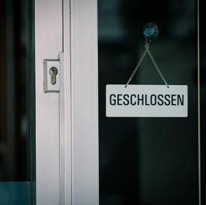 近所のレンタル屋さんが閉まるんですって。時代の流れを感じる。