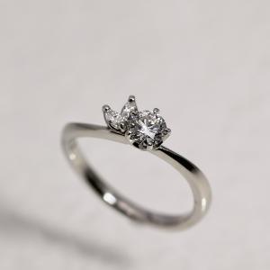 プロポーズにお勧め♪品のある個性派婚約指輪 雅横浜元町店