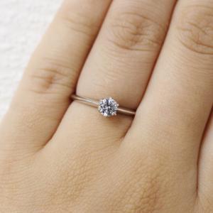 細身でダイヤモンドがより際立つご婚約指輪 雅 横浜元町店