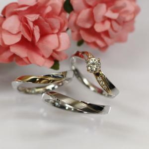 プラチナとゴールドのオシャレなコンビネーションの婚約指輪・結婚指輪 雅 表参道
