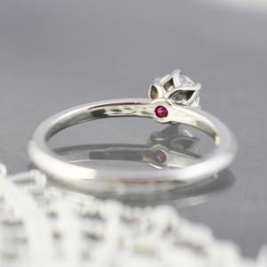 爪のデザインと内石にときめくご婚約指輪 / 雅-miyabi-【 愛の一灯 】