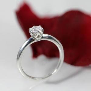 お手元に映える、王道の美しい婚約指輪 雅元町店