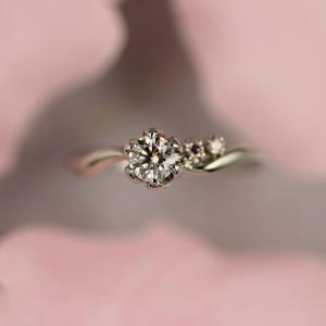 【蓮】のお花をイメージした和風のご婚約指輪 雅 元町店