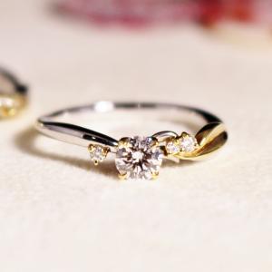 ゴールドとプラチナの華やかな婚約指輪・指先が綺麗に見える結婚指輪・雅横浜元町店