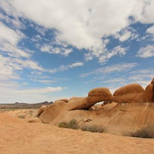 17. Spitzkoppe(スピッツコップ)の絶景ポイント② アーチ状の岩から。