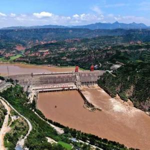 黄河の三門峡ダム、洪水備え放流 中国・河南省