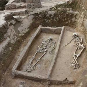 陝西省の寨山遺跡で約4千年前の大型墓地を発見