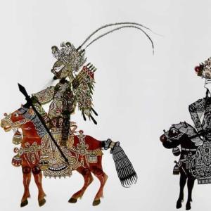 甘粛慶陽 伝統の影絵芝居が新ストーリーを取り入れる