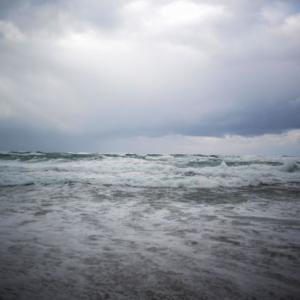 荒波日本海