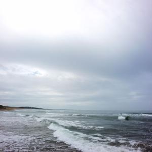 今朝の海と空