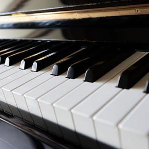 高校の思い出 下級生の授業でピアノを弾かされました!(>_<)