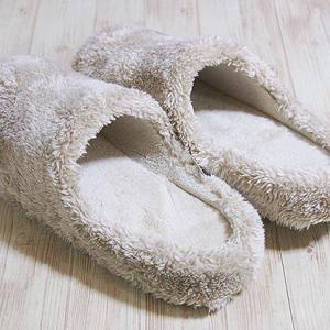 ユニクロ ファーリーフリース ルームシューズ 足にフィット、とても歩きやすいです。そして暖かい!